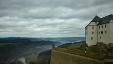 Festung Königstein mit der Elbe im Hintergrund.