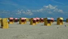 Travemünde: Strandkörbe am Sandstrand
